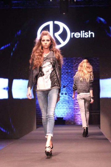 2-fashion-sisters-milano-fashion-show