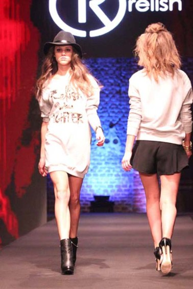 2-fashion-sisters-relish-fashion-show-sfilata-milano