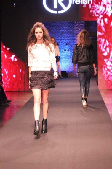 2-fashion-sisters-relish-fashion-show